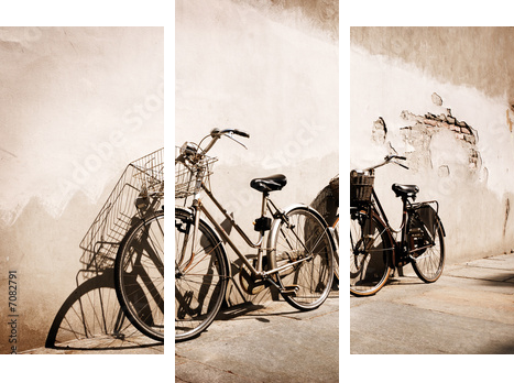 Italian old-style bicycles leaning against a wall - Dreiteiliges Bild, Triptychon