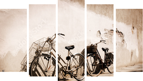 Italian old-style bicycles leaning against a wall - Fünfteiliges Bild, Pentaptychon